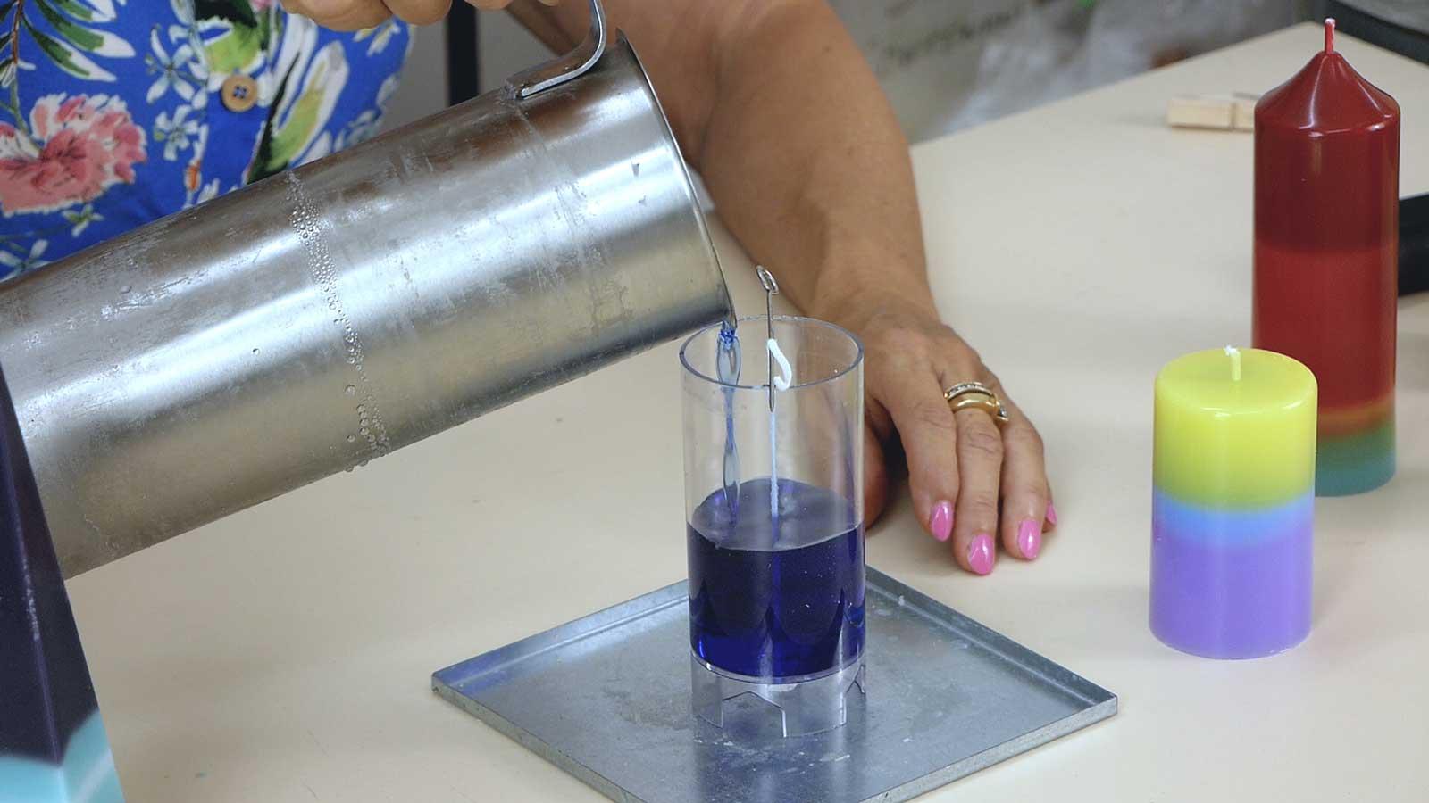 Bougie à effet dégradé multicolore : comment réaliser un fondu de couleur dans la masse
