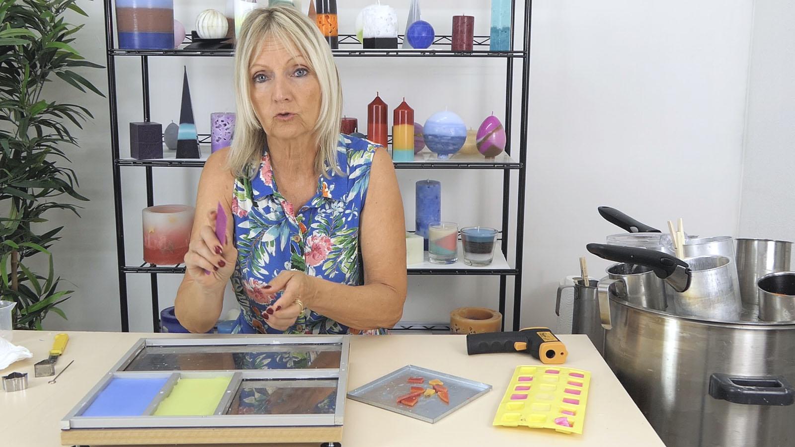 Comment faire soi même des insertions de cire carrées ou de formes variées dans une bougie