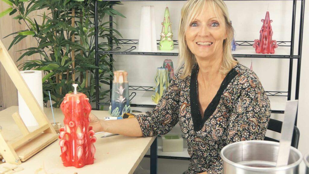 Sculpter vos bougies dans les deux sens grâce au support bois