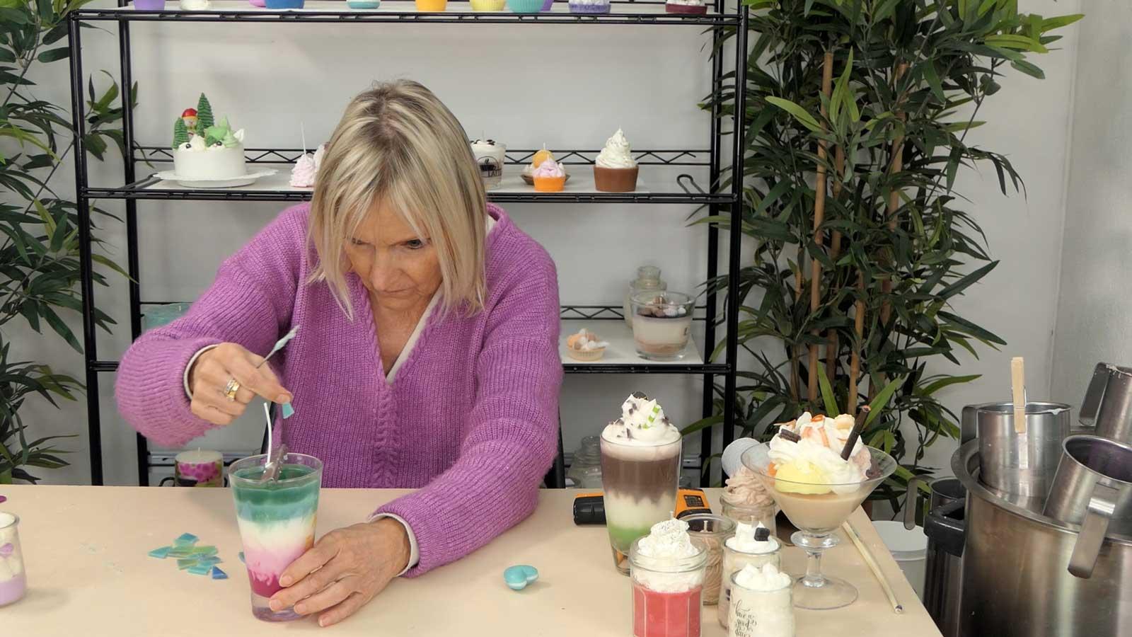 Bougies gourmandes : un contenant avec boule de glace