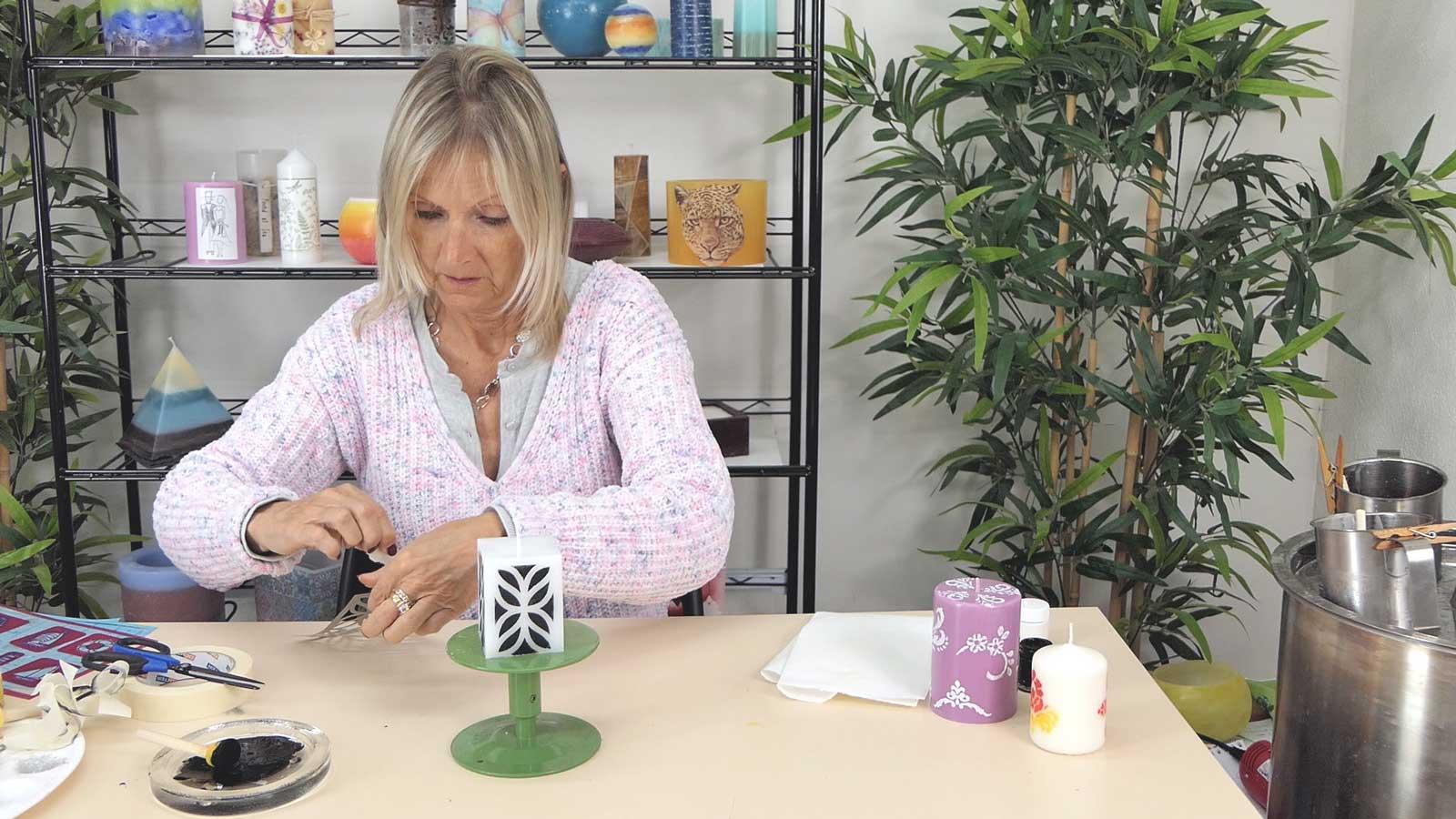 Décoration de bougie peinture au pochoir